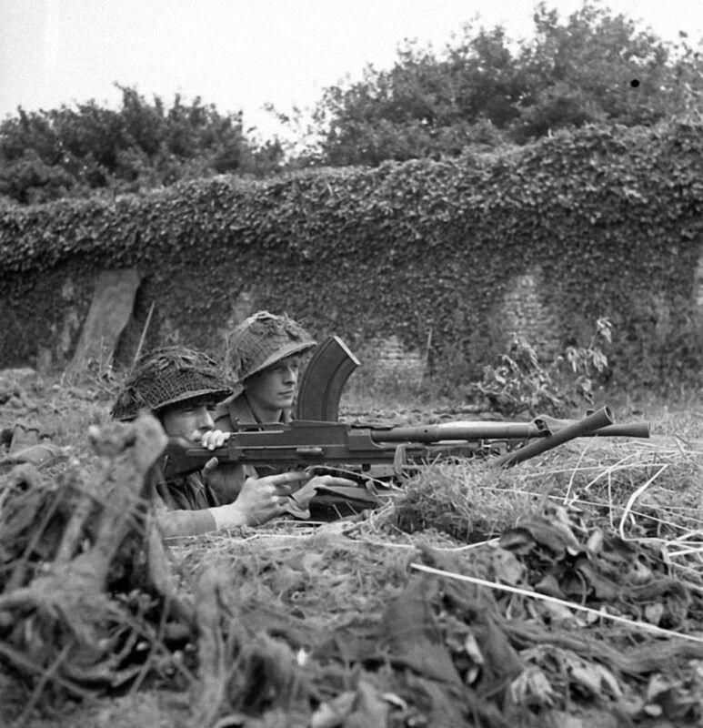 WW2 Photo WWII  Canadian Troops Normandy Bren Gun June 44 World War Two   / 1514