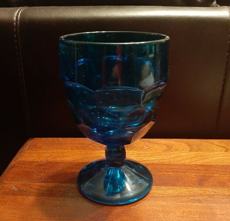 Water goblets vintage can