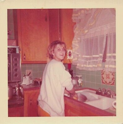 Young Cute Teen (CUTE YOUNG WOMAN TEEN GIRL WASHING THE DISHES AT THE KITCHEN SINK VTG 60s)