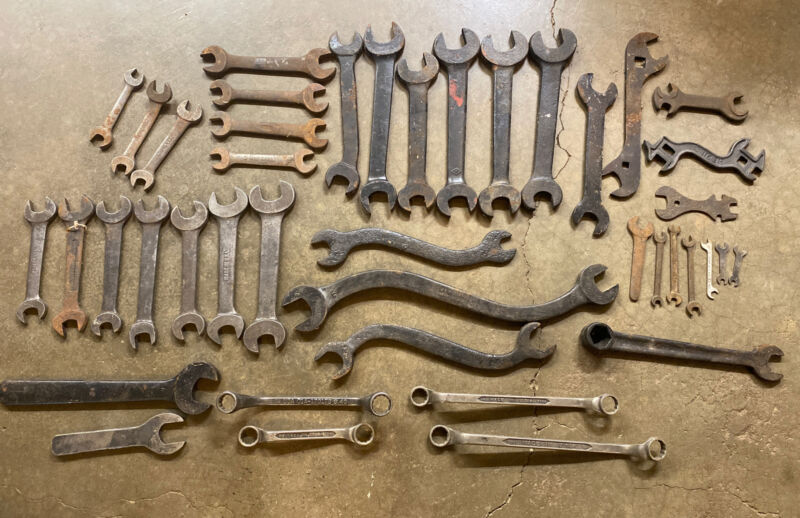Antique Tools Wrench lot Of 40+ VINTAGE Mixed Tool Lot Farm. Rusty Wrenches Misc
