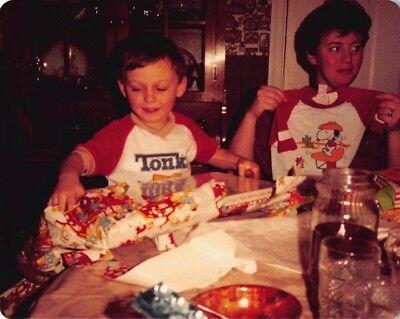 LITTLE BOY & MOM CHRISTMAS GIFTS TONKA TOY SHIRT SNOOPY PEANUTS VTG 1980s PHOTO (Boy Toy-shirt)