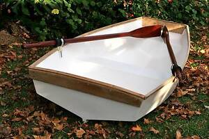 Immaculate Fibreglass Dinghy Marks Point Lake Macquarie Area Preview