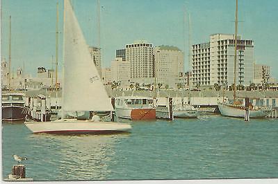 TEXAS - CORPUS CHRISTI - YACHT BASIN - BOATS & BUILDINGS - CIRCA 1965-70