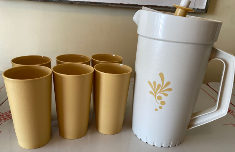 Vintage NOS Tupperware 2 Qt Pitcher & Lid #800 Beige,6-12oz Cups 873 Gold MCM