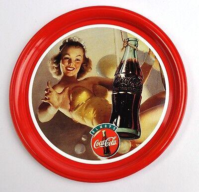 Schöner Metall Blech Coca-Cola 10 cm Untersetzer Coaster Coke Lady fängt Flasche