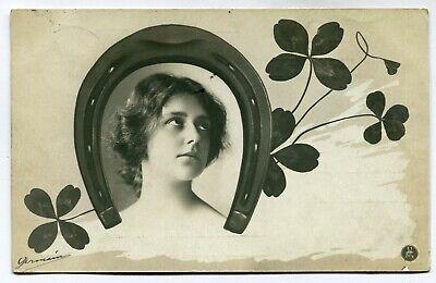 CPA - Carte Postale - Fantaisie - Femme - Fer à Cheval - Trèfle (M7642)