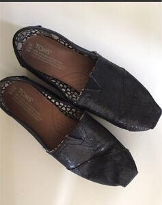 SpARkly Black Canvas Toms Shoes  EUC Size 7.5