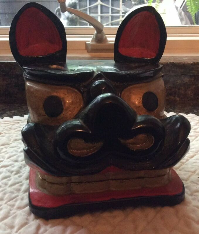 Shishi kashira, Lion mask. Wood and lacquer