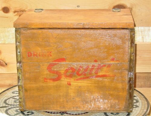 Vintage Fabulous Squirt Wood Soda Bottle Crate with Lid Storage Box Ferndale Mi