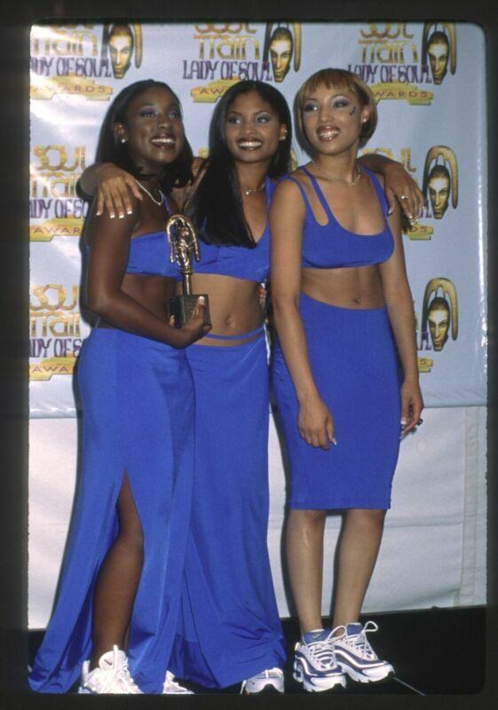 1997 702 Candid Group Photo Original 35mm Slide Transparency GIRL GROUP