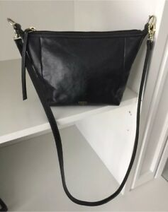 FOSSIL Black leather classic medium crossbody purse