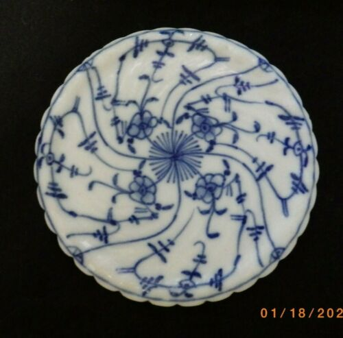 ANTIQUE FLOW BLUE ROYAL BAYREUTH ROUND PORCELAIN TRIVET HOT PLATE TEA TILE