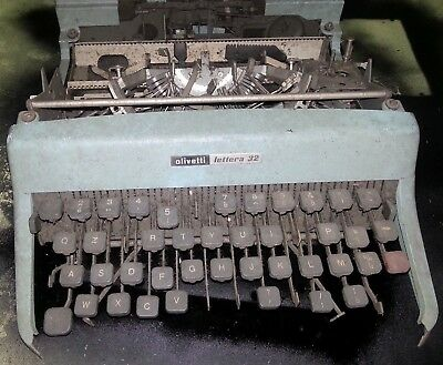 Macchina da scrivere Olivetti Lettera 32 PER PARTI DI RICAMBIO