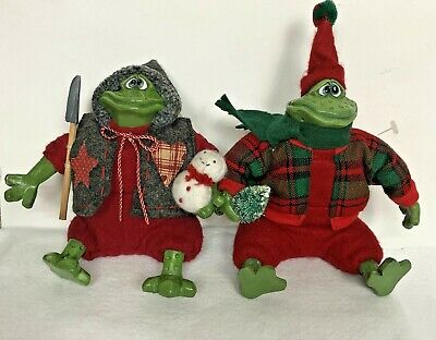 Russ Christmas Country Folks Frogs Scoop And Friend Holding Tree Flaw Set Of 2