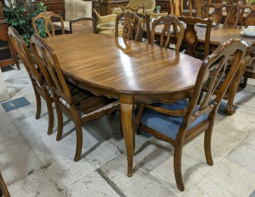 Ethan Allen French Country Dining Table w/ 6 Chairs & 2 Leaves