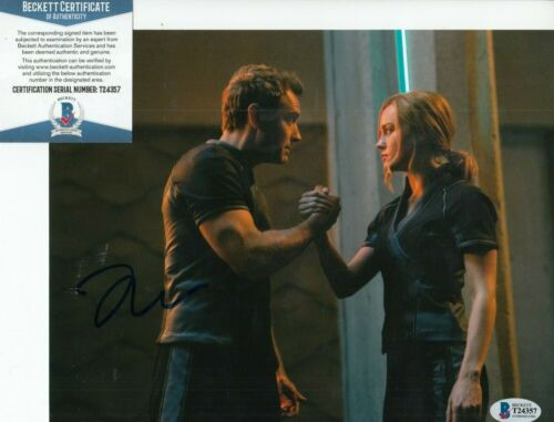 JUDE LAW signed (CAPTAIN MARVEL) Movie 8X10 photo *Yon-Rogg* BAS BECKETT #2
