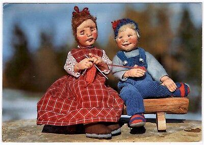 Puppen-AK / Original Elli Riehl Puppen, Nr. 2146, Mädchen strickt, er hilft ihr