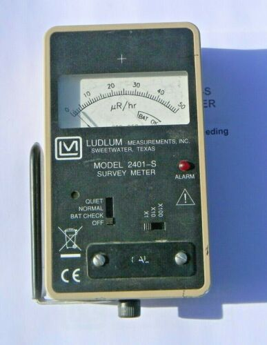 Ludlum Measurements Analog  Nuclear Radiation Meter model 2401-S with handle