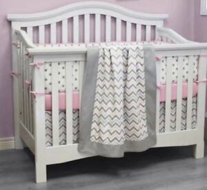 Ensemble de douillette gris et rose Baby crib bedding set