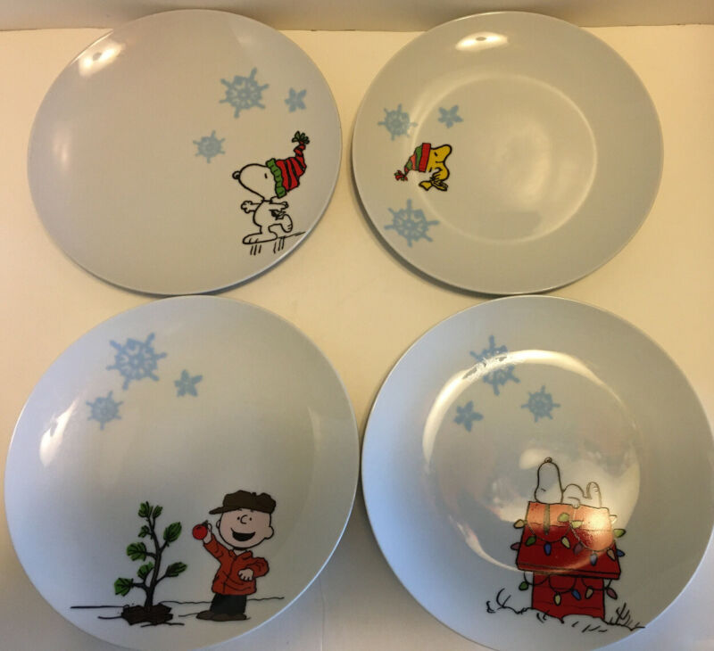 "2012 Peanuts Set Of 4 Charlie Brown Snoopy Woodstock 8"" Christmas Ceramic Plates"