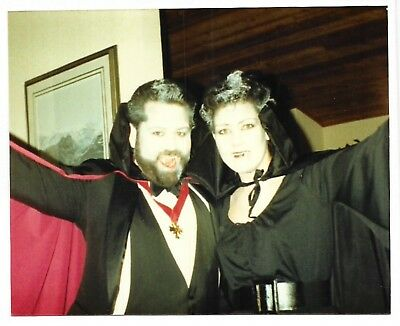 Vintage 80s PHOTO Couple In Dracula Vampire Halloween Costumes - Vampire Couples Costumes