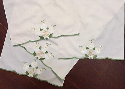Set of (4) Applique Embroidery Tea Guest Towel Flowers Ecru w/ Yellow Green