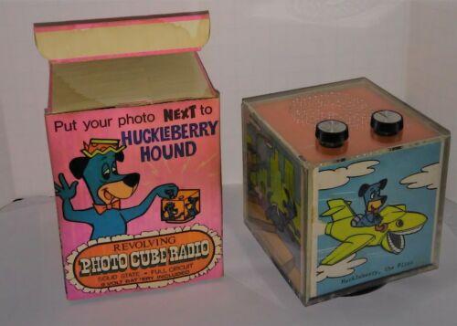 Hanna Barbera Huckleberry Hound Revolving Photo Cube AM Transistor Radio Works
