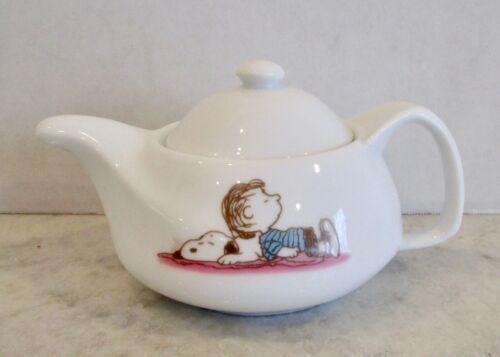 Peanuts Linus Snoopy creamer small tea pot teapot ceramic white pitcher
