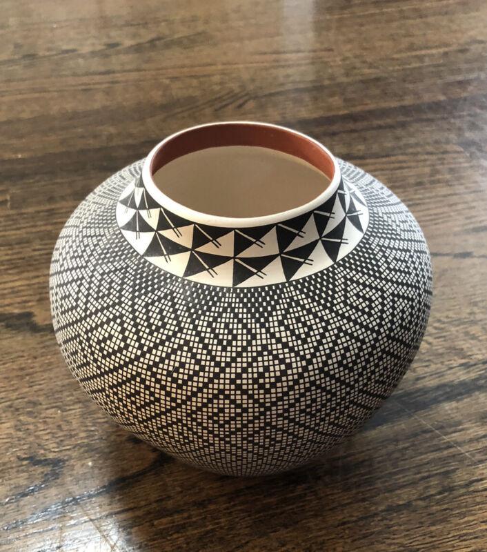 Acoma Black & White Pot by Frederica Antonio