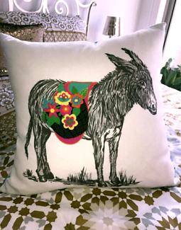"GORGEOUS DECORATIVE THROW CUSHION - WASHABLE- ""AS NEW"""