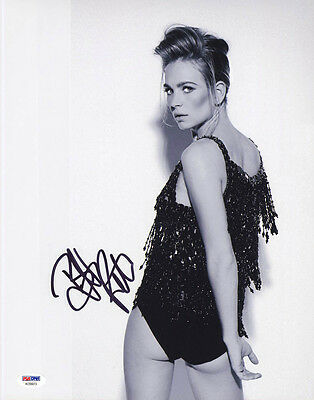 Britt Robertson Signed In Person 11X14 Photo Tomorrowland Psa Dna Autographed