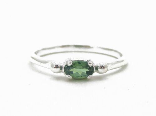 Victorian Sterling Silver Oval Cut Natural .25ct Peridot Ring 2.0g Size-7