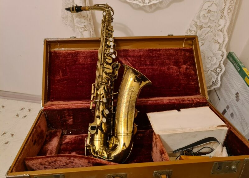Silvertone Elkhart Alto Saxophone #50026 / 20A  Working in Case