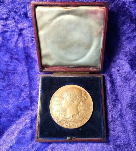 Nice original boxed 1897 Queen Victoria commemorative medal