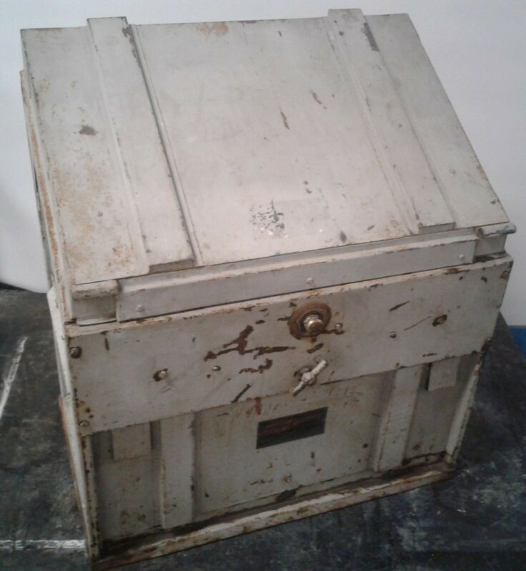 VINTAGE ANTIQUE PROTECTION ACCOUNT REGISTER SAFE WITH WORKING LOCK.