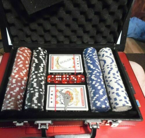 Poker Chip Set 200 Chips 11.5  CLAY & 5 Dice  Cards W/ LEATHER Case  NEW