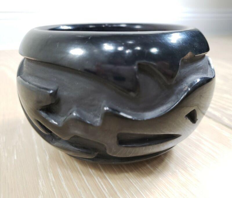 "MARY CAIN Santa Clara Pueblo Native American Black Pottery Bowl 4"" x 2.75"" *CHIP"