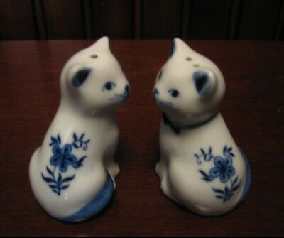 Vintage Blue & White Cat Salt and Pepper Shakers Set Handpainted Porcelain EUC