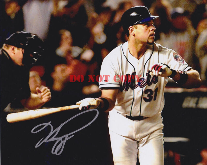 Mike Piazza Signed 8x10 New York Mets Photo - MLB 9-11 Home Run Famous
