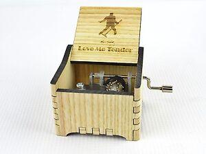 boite a musique bois avec manivelle personnalis e elvis love me tender ebay. Black Bedroom Furniture Sets. Home Design Ideas