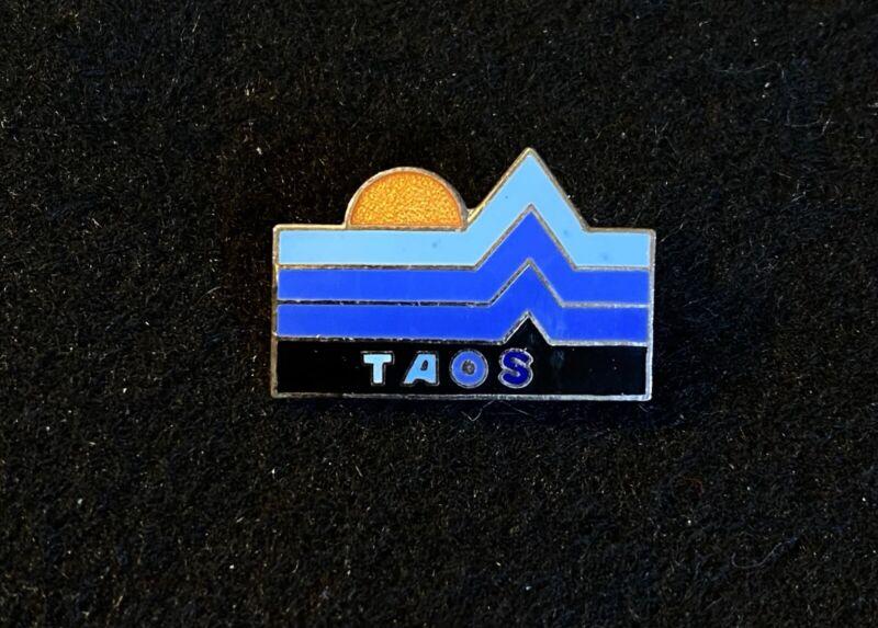 TAOS Valley Skiing Ski Pin NEW MEXICO Resort Vintage Souvenir Travel Lapel