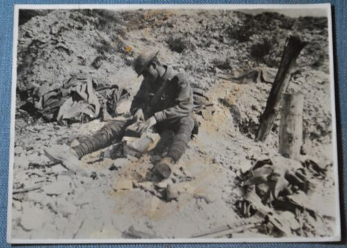 WWI Photo of Australian Soldier Opening Mail From Home - Curlu, France Sept 1918
