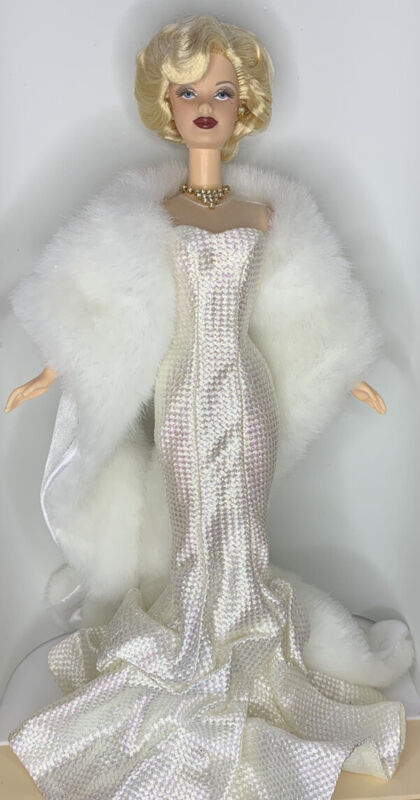 Hollywood Premiere Barbie - 26914. White, Glamorous. Never Played With, OOB