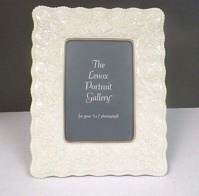 VINTAGE LENOX IVORY PORCELAIN GREEN MARK WEDDING PICTURE FRAME LINEN BACK 5 x 7