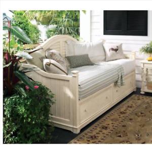 Paula Deen Day bed