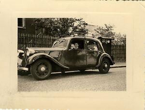 photo ancienne vintage snapshot voiture citro n automobile femme old car. Black Bedroom Furniture Sets. Home Design Ideas