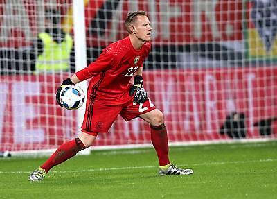 An seine Handschuhe lässt er niemanden ran: Marc-André ter Stegen. (Bild: imago)
