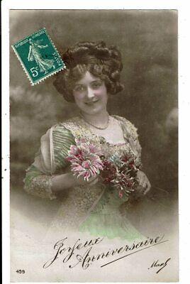 CPA-Carte Postale-France-Joyeux anniversaire Une jeune dame et son bouquet