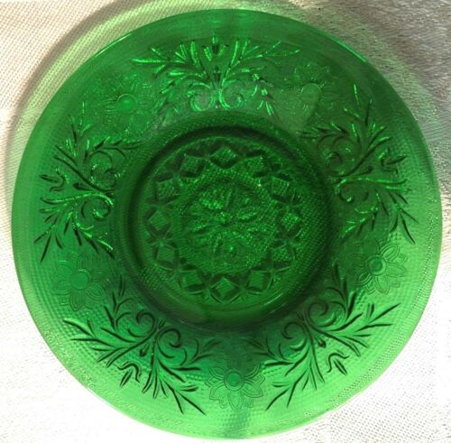 "ANCHOR HOCKING FOREST GREEN  SAUCER VINTAGE 4 1/2"" SANDWICH PATTERN"