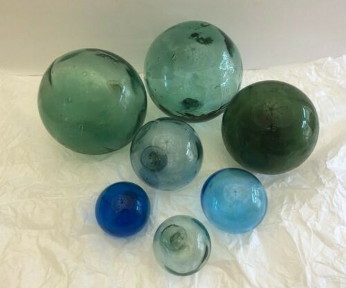 7 Vntg Large & small assorted Japanese Glass Fishing Floats Buoy Balls Garden
